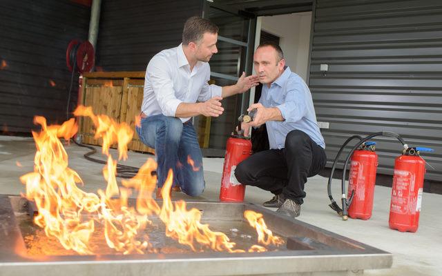 בדיקת מטפים מקיפה לכיבוי אש